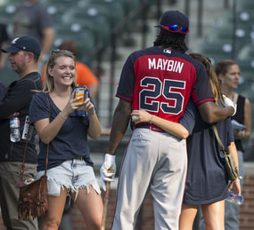 Cameron Maybin takes a picture with pretty girl fans